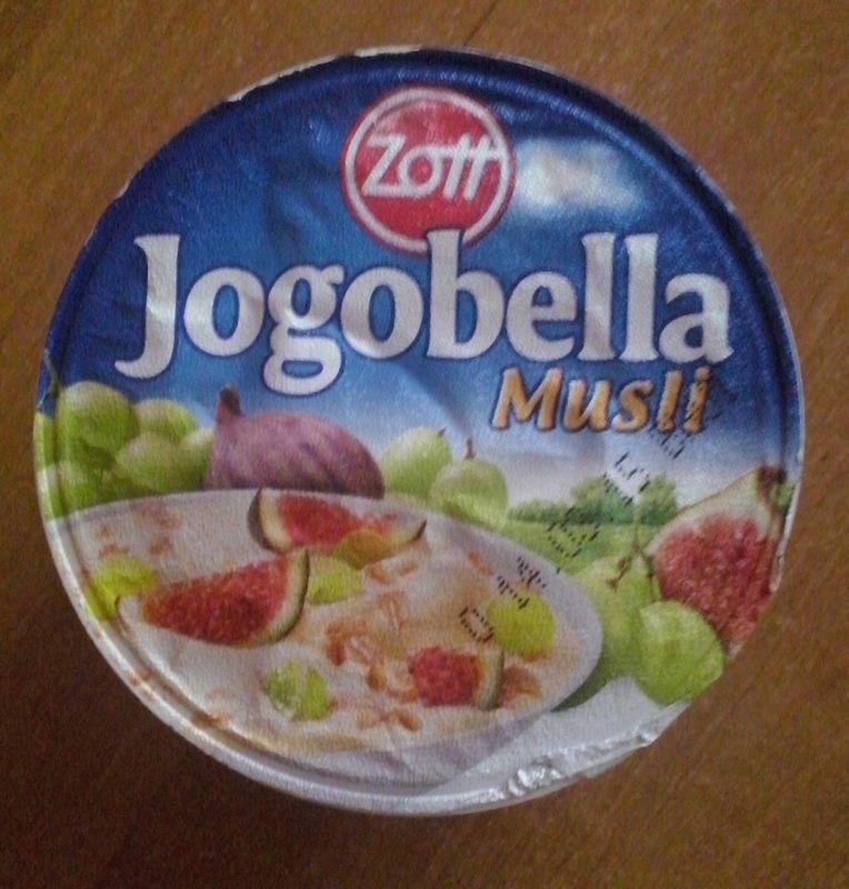 ile ma kalorii Jogobella musli z winogronami i figami