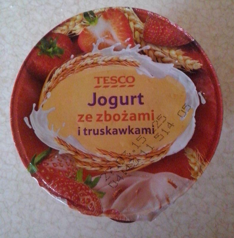 ile ma kalorii Jogurt ze zbożami i truskawkami