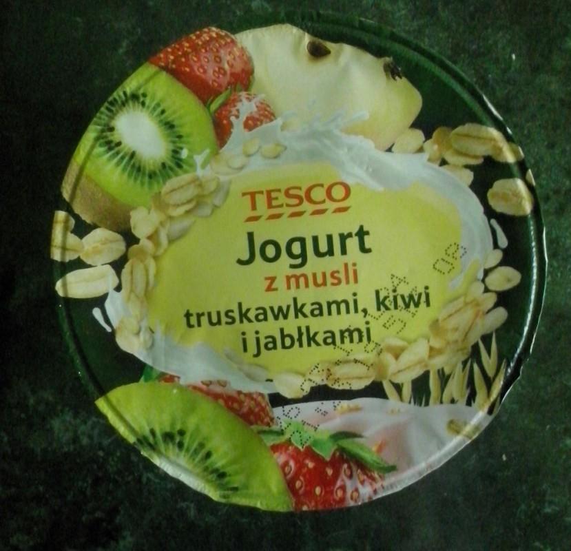 ile ma kalorii Jogurt z musli truskawkami, kiwi i jabłkami